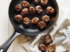 Gebratene Maroni ist ein Rezept mit frischen Zutaten aus der Kategorie Kochen. Probieren Sie dieses und weitere Rezepte von EAT SMARTER!