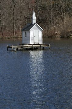 "Cross Island Chapel, Oneida, NY (built 1989, claims to be world's smallest church) (Image Credit: Craig ""A river runs through"", CC-BY-NC-ND). More info: http://newyorktraveler.net/the-smallest-church-in-the-world-oneida-ny/"