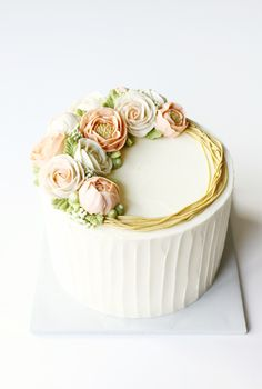 Piped Buttercream Flowers by Liz Shim | Erin Gardner | Craftsy tips for Buttercream decorations
