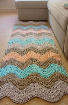 Alfombra trapillo Love this for rectangle look Crochet Mat, Crochet Rug Patterns, Crochet Carpet, Crochet Designs, Crochet Doilies, Crochet Pillow, Free Crochet, Crochet Home Decor, Fabric Yarn