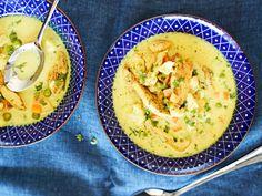 Pakastevihannekset ovat mainio apu arjen kiireessä, mutta voit käyttää keittoon tuoreitakin kasviksia. My Cookbook, Hummus, Food Inspiration, Real Food Recipes, Cantaloupe, Curry, Food And Drink, Lunch, Diet