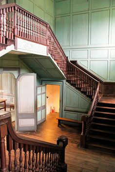 Stairs of front hall, Drayton Hall Plantation,Charleston County, South Carolina (http://south-carolina-plantations.com/charleston/drayton-hall.html#)