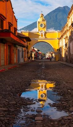 The historical Santa Catalina Arch, Antigua Guatemala. See what other cultural riches the land has to offer with The Culture Trip's list of Antigua's Best Contemporary Art Galleries. Tikal, Guatemala Beaches, Guatemala City, Belize, Oh The Places You'll Go, Places To Travel, Places To Visit, Santa Lucia, Costa Rica
