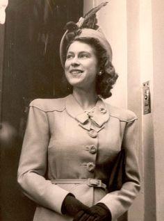 Happy birthday to the Queen Spam Die Queen, Hm The Queen, Royal Queen, Her Majesty The Queen, Royal Princess, Young Queen Elizabeth, Princess Elizabeth, Princess Margaret, Queen Elizabeth Ii Birthday