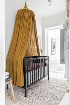 What a stunning mustard nursery - Kids room ideas - Kinderzimmer