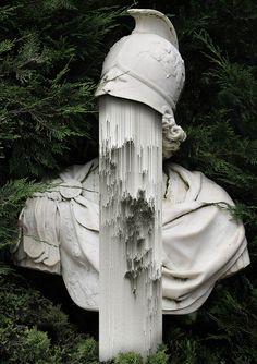 Les étranges portraits et créations de l'artiste italienGiacomo Carmagnola, qui détourne de vieilles photographies, des sculptures ou même des images de f