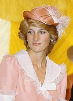 Princess Diana   Princess Diana Wearing Hats Page 1   Foto Artis - Candydoll