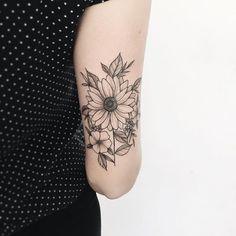 Pin by Tô de salto on Tatuagens Tricep Tattoos, Inner Arm Tattoos, Upper Back Tattoos, Relationship Tattoos, Life Tattoos, Body Art Tattoos, Sleeve Tattoos, Tatoos, Unique Tattoos For Women