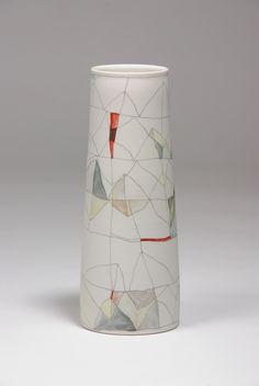 Tanioa Rollond (Australie) - vase réalisé en 2014 , décor aux crayons céramiques sur porcelaine