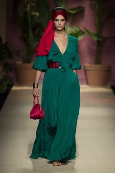 Luisa Spagnoli at Milan Fashion Week Spring 2020 - Women's style: Patterns of sustainability 2020 Fashion Trends, Milan Fashion Weeks, Fashion 2020, Fashion Hacks, School Fashion, Indian Fashion, Korean Fashion, French Fashion, Vetement Fashion