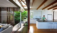 Cuisine en blanc de la maison contemporaine