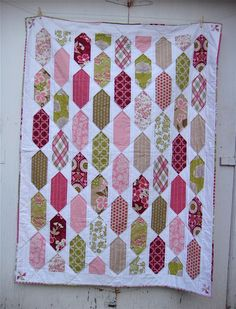 After more than a month, my Picket Fence quilt is finished. This quilt reminds of country summers with its breezy colors and flower fields,...