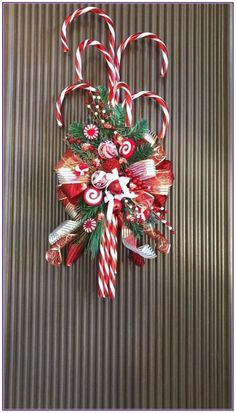 Fabulous Christmas Decor Ideas to Perfect Your Home – Page 150 of 150 – CoCohots – Unique Christmas Decorations DIY Christmas Door Decorations, Christmas Candy, Homemade Christmas, Holiday Wreaths, Diy Christmas Gifts, Christmas Projects, Christmas Holidays, Christmas Ideas, Christmas Swags