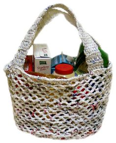 Cool tote crocheted with plarn(plastic bags made into yarn), I'm thinking of all the cool things I could make with plarn
