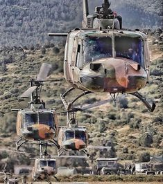 Bell Helicopter, Military Helicopter, Military Aircraft, Earth Two, Flying Ace, Army Vehicles, United States Army, Aviation Art, Vietnam War