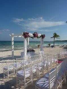 Gazebo para bodas en playa Cancun & Riviera Maya Flowers Design