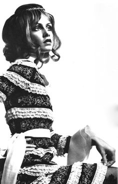theswinginsixties:  Twiggy  https://youtu.be/ks3rqSlY-8Y  photographed by Justin De Villeneuve for Vogue Italia,1969.