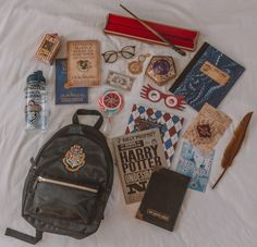 What's in my Backpack: Hogwarts School & Harry Potter Edition What's in my Backpack: Hogwarts School & Harry Potter Edition Love Harry Potter Fanfiction? Check out our Harry Potter Fanfiction Recommended reading lists – fanfictionrecomme… Harry Potter Rucksack, Harry Potter Mode, École Harry Potter, Cadeau Harry Potter, Objet Harry Potter, Harry Potter Bricolage, Estilo Harry Potter, Fans D'harry Potter, Mundo Harry Potter