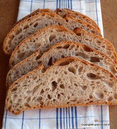 Selten, ganz selten, dass ich rundherum zufrieden mit einem Brot bin. Meistens könnte die Krume noch einen Tacken lockerleichtergrößer...