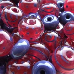 Lampwork glass beads by Laura Sparling  This girl has a great lampwork blog!