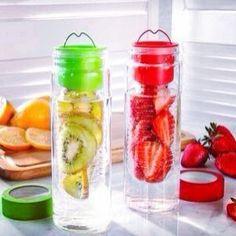 Nada más saludable que tener tu propia agua saborizada, sólo necesitas fruta y agua muy fría