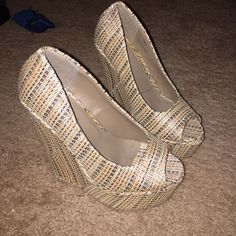 Multi neutral color weave wedges These wedges would go great with a cute dress to a simple pair of denim. With a weave like texture and the neutral Browns make it easy to match up with anything. Brand new, never worn a.a Shoes Brown Things, Neutral Colors, Cute Dresses, Weave, Peep Toe, Fashion Design, Fashion Trends, Pairs