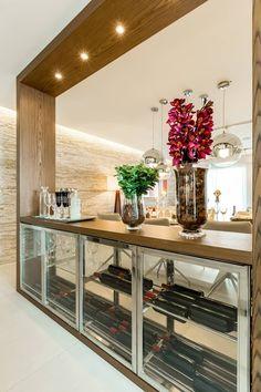 CYRELA_Varanda Tatuapé 102m²: Adegas clássicas por Chris Silveira & Arquitetos Associados #Refeição