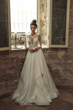 Beautiful ladies and future brides! If you're about to start the big search for a perfect wedding dress, you must check out this post.