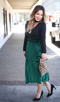 Velvet skirt outfit - such a perfect holiday look! Click through for more of this midi skirt outfit.
