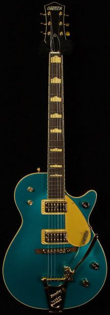 This is a Wildwood Guitars Limited Run Duo Jet. A limited run of 16 guitars in Custom Shop Ocean Turquoise and featuring TV Jones Classic Pickups for a big lush Green To Blue, Kind Of Blue, Unique Guitars, Vintage Guitars, Pool Spa, Guitar Art, Cool Guitar, Relax, T Tv
