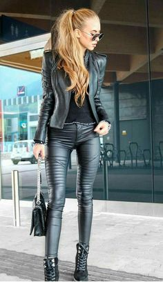 Lovely Ladies in Leather: Miscellaneous Leather Tight Pants and Shiny Leggings (Part Thirteen) Black Leather Leggings, Shiny Leggings, Leggings Are Not Pants, Leather Pants, Cheap Leggings, Leather Dresses, Looks Style, Looks Cool, Super Moda