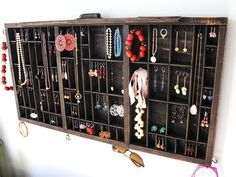 jewelry storage become hanging wall art.
