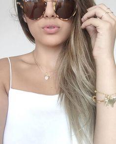 {w h i t e} Vibes de look total white e please olhem meu pingente lindo de #pug na pulseira! Muito fofo... . . . . #blogger #fashion #totalwhite #instafashion #instamood #instagood #pugs #love #beauty #blonde