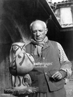 The painter Pablo PICASSO is painting a piece of his potteries in his studio in Vallauris.