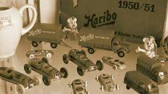 jouet de collection avec en fond une boite d'époque de la marque Haribo