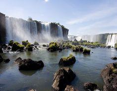 Ce voyage légendaire au cœur de l'Amérique du Sud vous fera également découvrir le Chili, coincé entre la cordillère des Andes et l'océan Pacifique.