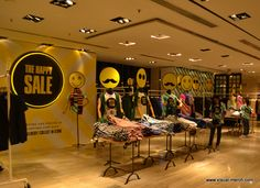"""The Happy Sale"", CUM Hong Kong, pinned by Ton van der Veer"
