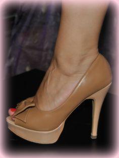 caramel bow peep-toe