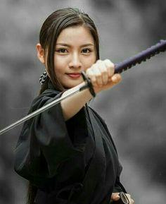 Samurai Poses, Female Samurai, Samurai Art, Human Poses Reference, Pose Reference Photo, Japanese Geisha, Japanese Beauty, Kendo, Guerrero Ninja