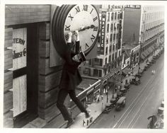 Harold Lloyd in Safety Last. One of my first theatre and film mentors, Doc. Don McCaffrey, first introduced me to the silent film commedians. He was particularly fond of the work by Harold Lloyd. This shot is specially iconic. Harold Lloyd, Silent Film Stars, Movie Stars, Sasha Baron Cohen, Beatles, Buster Keaton, Silent Comedy, Comedy Film, Comedy Actors