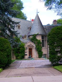CURB APPEAL – another great example of beautiful design. A glimpse through the gates. French Architecture, Architecture Details, French Style Homes, Villa, French Country House, French Cottage, French Chateau, French Decor, Plein Air