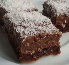 Fitness treats - No bake chocolate protein bars Ingredients: - ½. Chocolate Protein Bars, Dark Chocolate Cakes, Coconut Chocolate, Chocolate Pudding, Brownie Packaging, Black Bean Brownies, Moist Cakes, Cake Ingredients, Food Cakes