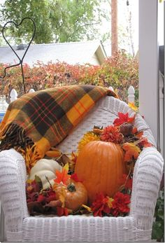 Fall Porch from www.therusticboxwood.com