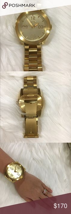 Nixon Corporal SS all gold Good condition | no tarnishing | no major scratches | no scratches on face of watch | PREFERABLE SMALLER WOMEN, LEFT EXTRA LINKS IN HOMETOWN Nixon Accessories Watches