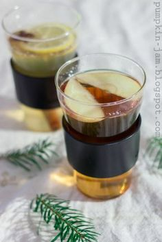 Guinness Cream Soda - This beer cocktail recipe tastes like a sweet vanilla soda crossed with malty stout and featuring a ginger twist. Vanilla Liqueur, Ginger Liqueur, Vanilla Syrup, Triple Sec, Mojito, Beer Cocktail Recipes, Drink Recipes, Beer Recipes, Party Recipes