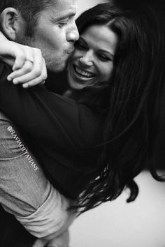 I love how lana and sean do these pictures just for the fandoms enjoyment  #OUTLAWQUEEN4LYFE