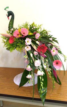 Floral Arrangements, Glass Vase, Flowers, Plants, Home Decor, Decoration Home, Room Decor, Flower Arrangement, Flower Arrangements