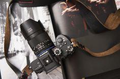 Zeiss, famosa azienda tedesca produttrice di attrezzatura fotografica e lenti prestigiose, ha annunciato l'uscita sul mercato di un nuovo grandangolo a fuoco manuale per mirrorless Sony: lo Zeiss Loxia 25mm