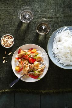 Asian Chicken Noodle Bowl #noodles #healthyfamilydinners #asian #slowcooker