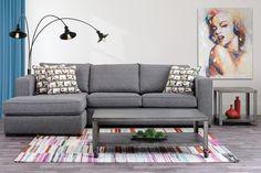 Sofa avec chaise longue grand format et 3 coussins décoratifs. Grand Format, Sofa, Couch, Furniture, Home Decor, Modular Furniture, Decorative Pillows, Chaise Longue, Settee